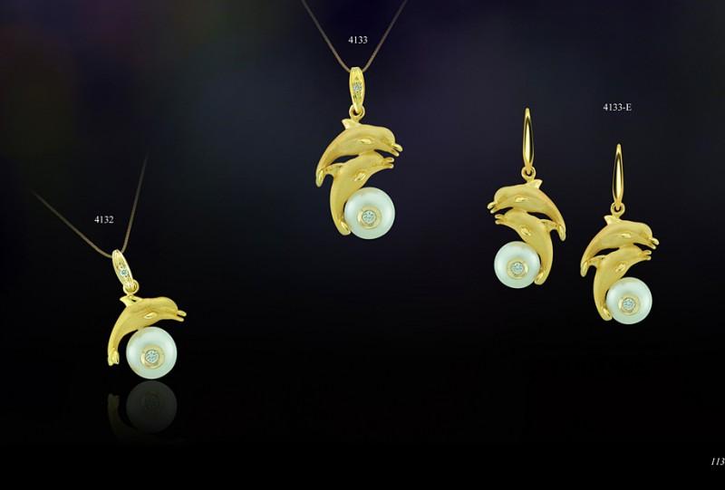 4133 dolphin Earrings