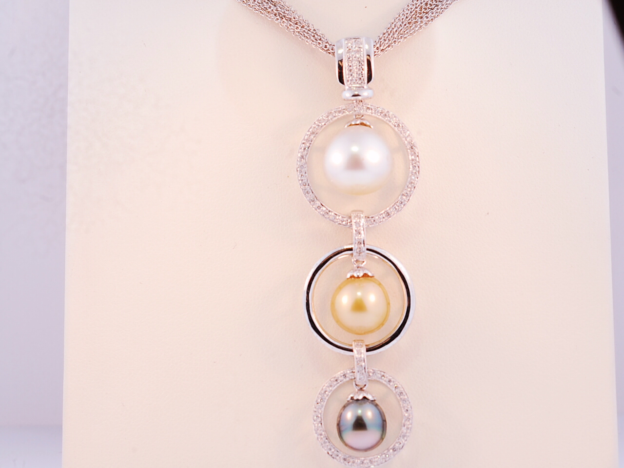 A pearl necklace 51